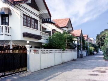 Watthana Ville Housing Estate 1